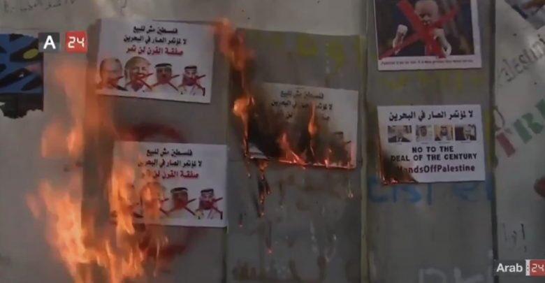 الفلسطينيّون يحرقون صور الطغاةترامب ونتنياهو والديكتاتور حمد