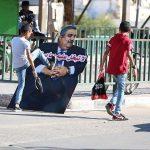 أهالي غزّة يسحقون صور المجرم «خالد بن أحمد آل خليفة» بأقدامهم