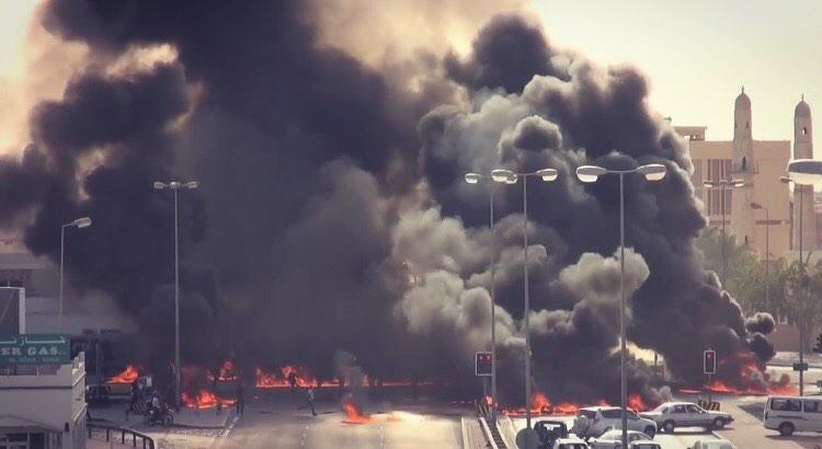شوارع سماهيج تحترق غضبًا لإعدام شهيدَي الاباء «الملالي والعرب»
