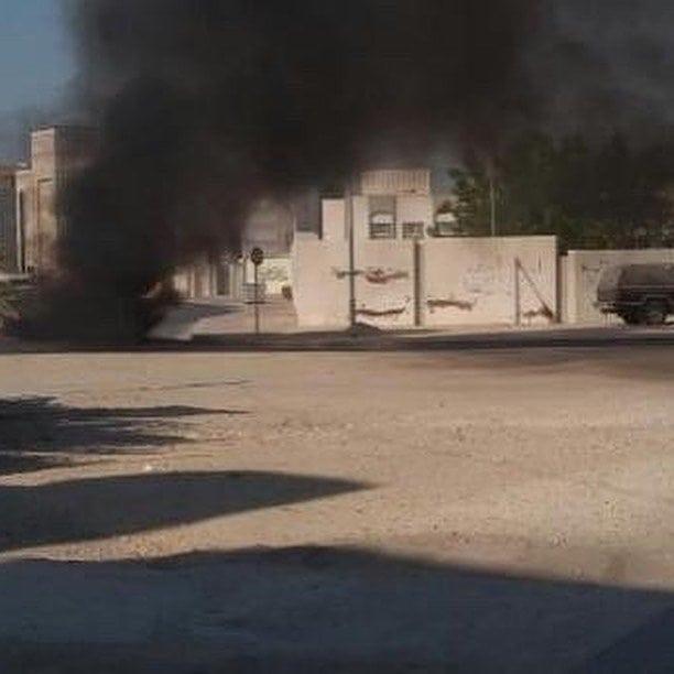 ثوًّار بلدة الديه يقطعون الشارع ويتوعّدون بالقصاص من آل خليفة إثر إعدام مجموعة من الشباب
