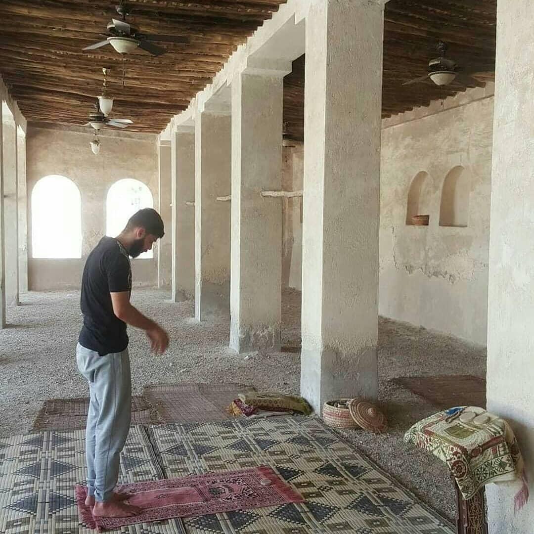 بعد غياب ثلاث سنوات في معتقلات آل خليفة .. «أحمد عباس» يعانق الحريّة