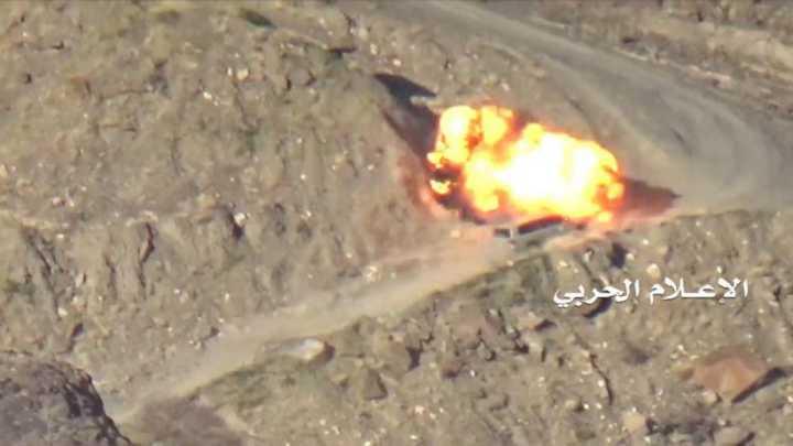 القوّات اليمنيّة تستهدف معسكرًا للجيش السعودي قبالة نجران وتدمّر آليّة في جيزان