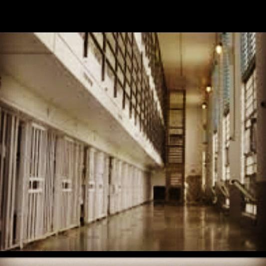 Al-Khalifa regime confiscates the belongings of opinion detainees in Joe prison