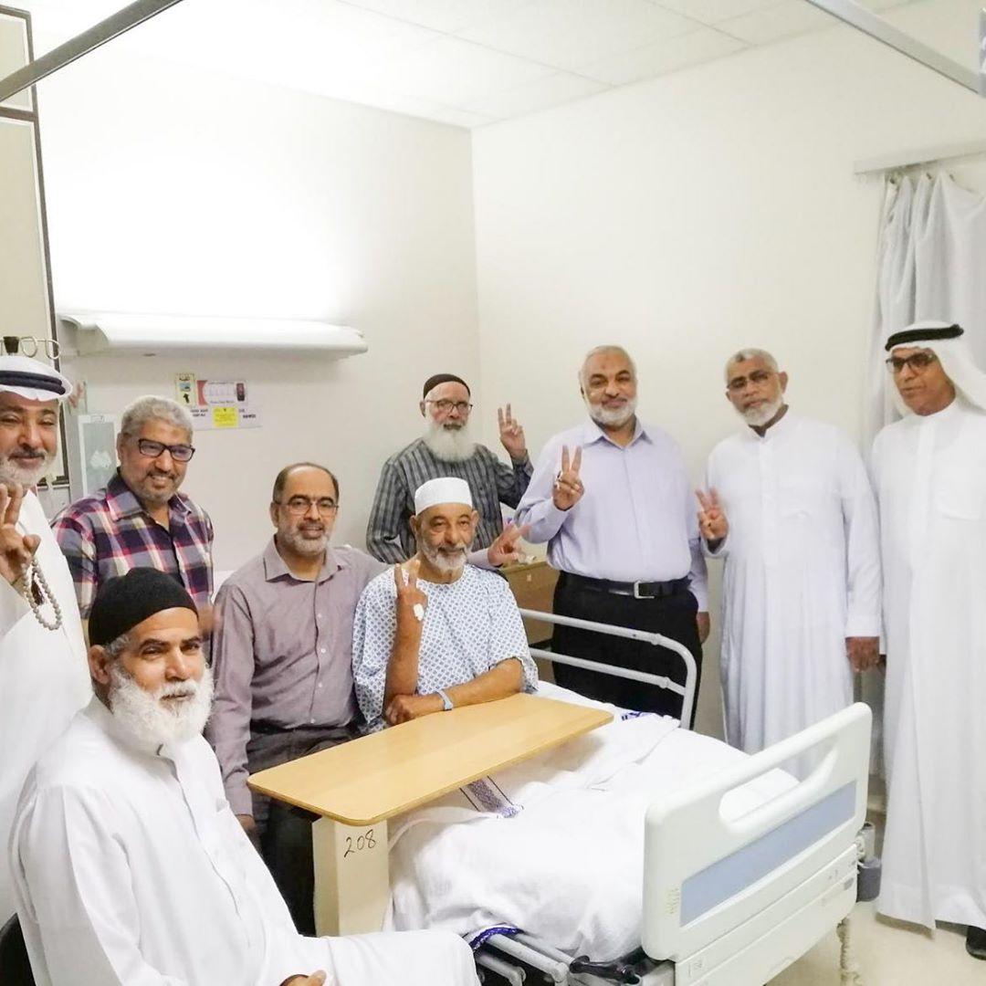 آباء الشهداء يعودون والد الشهيد «صادق سبت» في المستشفى