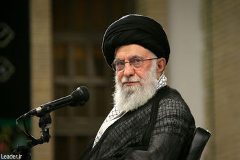 الإمام الخامنئي: المسؤولون الأمريكيّون إرهابيّون و«متهمون» بإنتاج فايروس كورونا