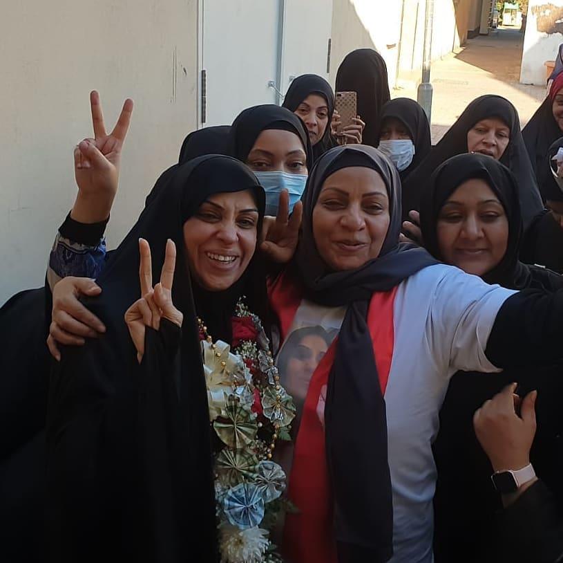 معتقلة الرأي «هاجر منصور» تعانق الحريّة