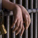 كورونا يهدّد معتقلًا مريضًا بالسكلر