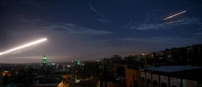 الدفاعات الجوية السورية تتصدى لصواريخ معادية