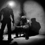 مصير معتقل الرأي «علي الوزير» في خطر بعد التعذيب الوحشي والتهديد بالتصفية