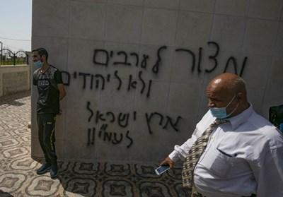 شعارات عنصريّة على مسجد في رام الله بعد إحراقه