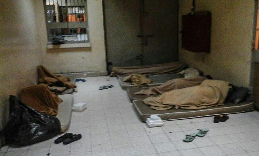 الأهالي يطالبون بالاطمئنان على أبنائهم المعتقلين