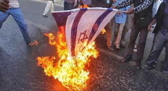 حرق العلمين الإماراتي والصهيونيّ غرب المنامة