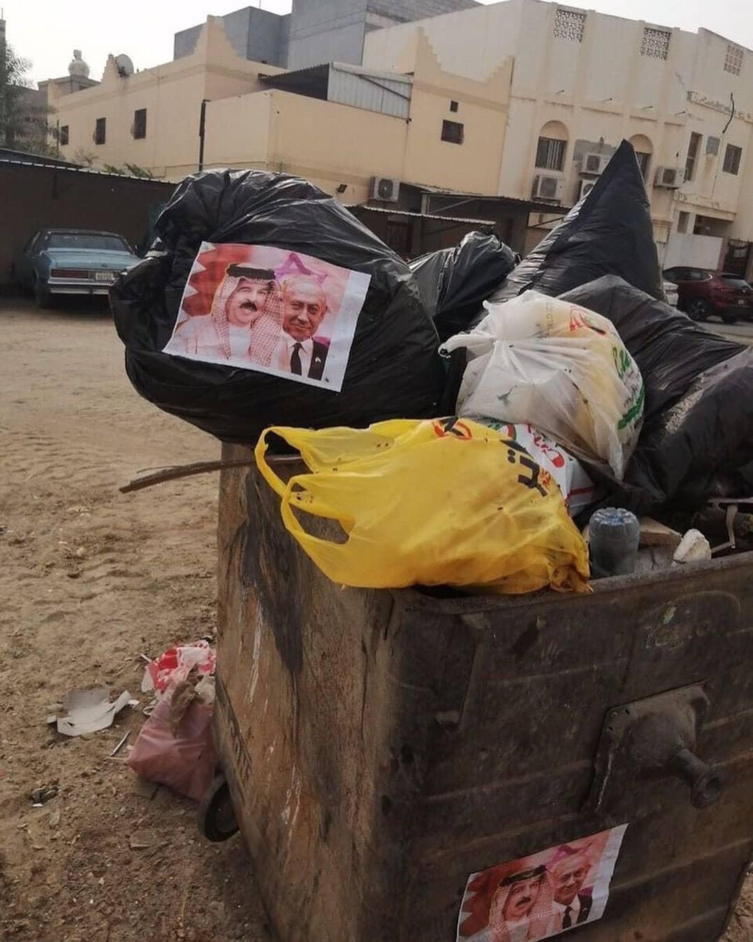 صور الطغاة والمطبّعين على حاويات القمامة غرب المنامة