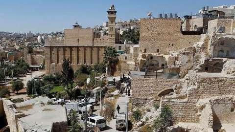 التعدّي الصهيونيّ يصل إلى إغلاق المساجد في الخليل بحجّة انتشار جائحة كورونا