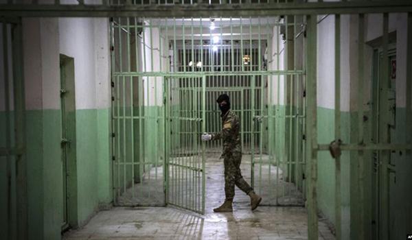 عدد من الرواديد الحسينيّين يعانقون الحريّة