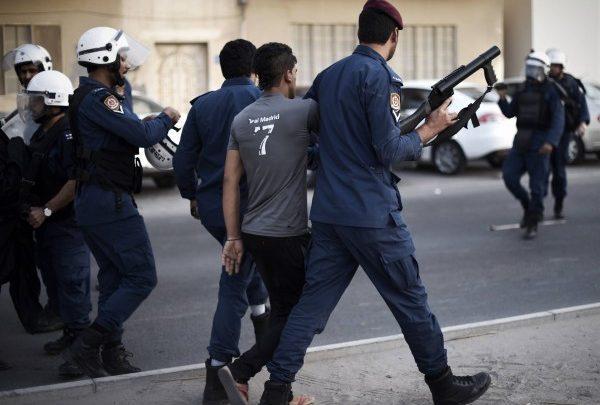 اعتقال شاب من المعامير بعد مداهمة منزله
