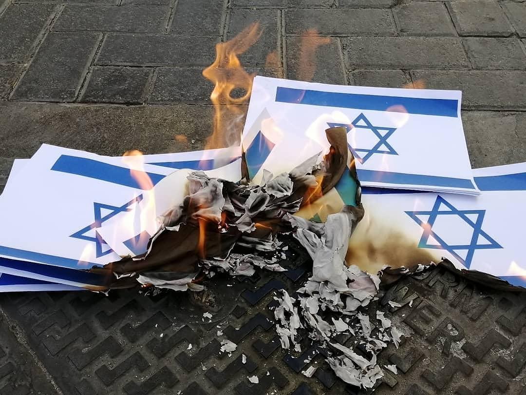 تظاهرة غاضبة رفضًا للتطبيع مع الصهاينة