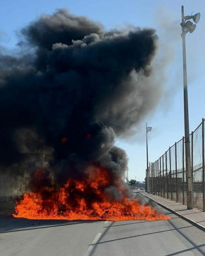 قطع شارع خلف مطار البحرين تضامنًا مع معتقلي الرأي