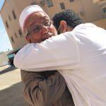 خطيب حسينيّ يعانق الحريّة بعد سجنه عامًا بسبب خطبة دينيّة