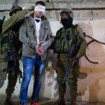 إصابة العشرات من الفلسطينيّين بقنابل الغاز واعتقالات تجتاح المدن والبلدات الفلسطينيّة