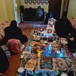 اجتماعيّة ائتلاف 14 فبراير تقيم أمسية ابتهاليّة في منزل الأسيرة «البربوري»