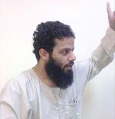 ابنة معتقل الرأي «كميل المنامي» تطالب بالإفراج عنه وعن بقيّة الأسرى