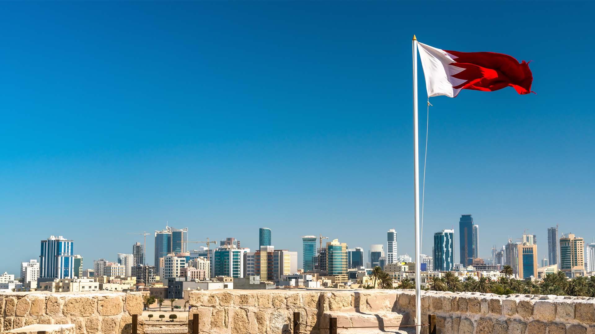 نظرًا للتخبط والفساد الخليفيّ..وکالة ائتمانية تعدل نظرتها المستقبلية للبحرين إلى سلبية