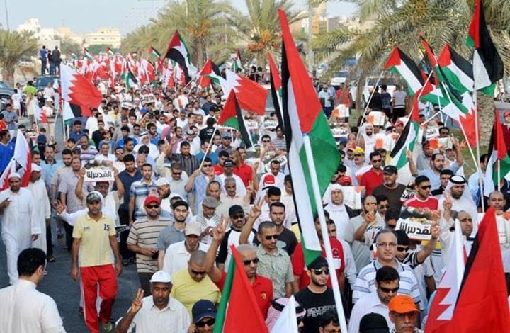 البحرانيّون يعلنون تضامنهم مع الشعب الفلسطينيّ ويتبرّأون من الأنظمة المطبّعة
