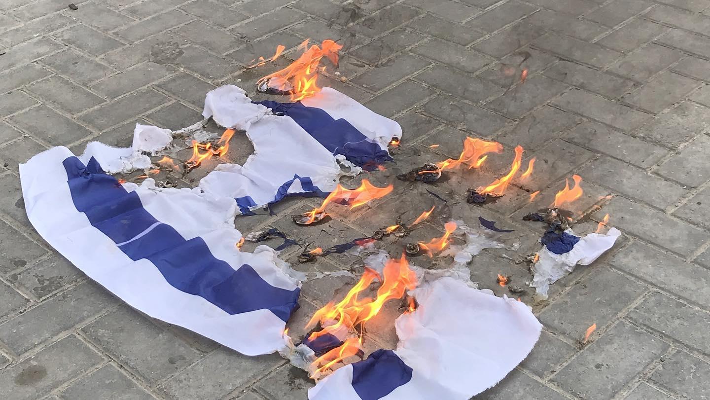 الغارديان: الأنظمة العربيّة المطبعة تلتزم الصمت إزاء الاعتداءات الصهيونيّة على الفلسطينيين