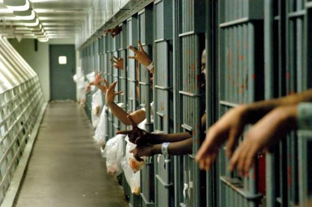 موقع حقوقيّ بريطانيّ: النظام الخليفيّ يمارس في سجن جو التعذيب والإهمال الطبيّ