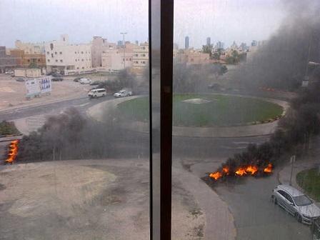 «ثوّار البحرين» يحكمون سيطرتهم على «تقاطع الخواجة»