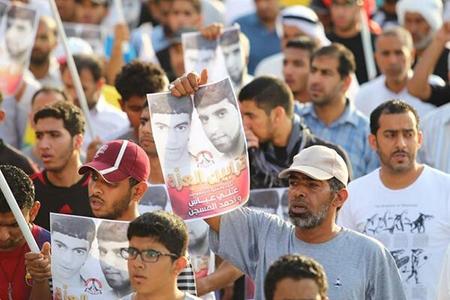 «حشود ثوريّة» تودّع الشهيدين المجاهدين «علي عبّاس  و أحمد المسجّن»