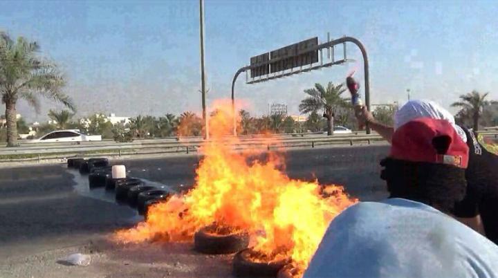 شارع التحرير الدولي يغلق والتظاهرات تتواصل تأهّبًا لاستحقاق «14 أغسطس»