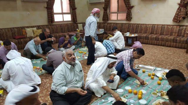 بحفاوة بالغة وكرم الضيافة..المناطق المحيطة بميدان الشهداء تستقبل «الجماهير البحرينية»