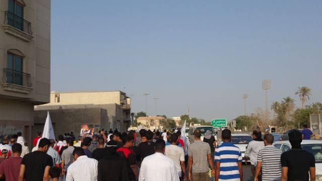 المتظاهرون يصلون إلى مشارف «ميدان الشهداء» بالعاصمة المنامة في «14 أغسطس»