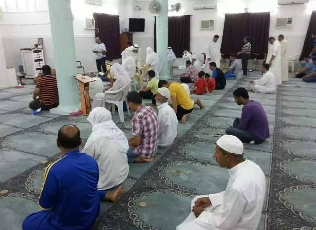 أمسيات ابتهاليّة تعطّر أجواء «البحرين» بأريج الإيمان