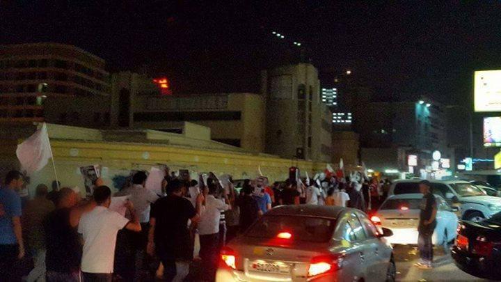 بالصور: البحرانيون يتضامنون مع والد الشهيد «أحمد عبد الأمير»