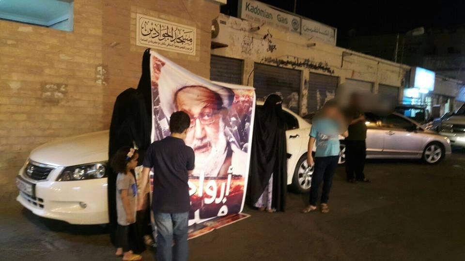 صور آية الله قاسم ترفع «غرب المنامة» دعمًا لاعتصام «ميدان الفداء»