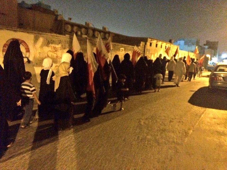 أهالي المعامير يتحدّون المداهمات ويتظاهرون دعمًا لاعتصام «ميدان الفداء»