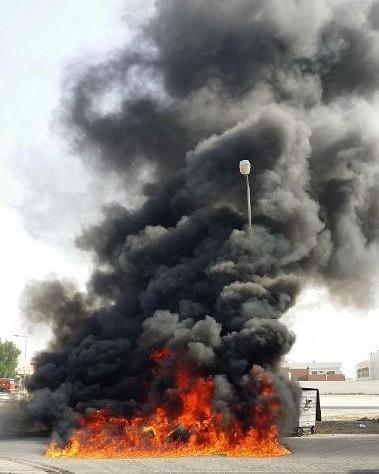 أعمدة الدخان الأسود تتصاعد قرب مطار البحرين الدولي