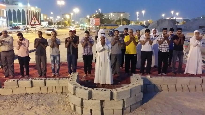 الصلاة بمساجد البحرين المهدّمة دفاعًا عن قدسيّة بقاعها