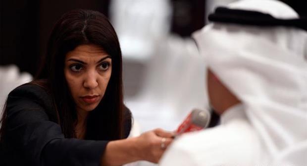 الصحفيّة «نزيهة سعيد» في دائرة استهداف النظام الخليفيّ مجدّدًا
