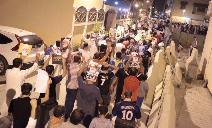 مسيرة غاضبة في محيط منزل «آية الله قاسم» رفضًا للتصعيد الخليفي