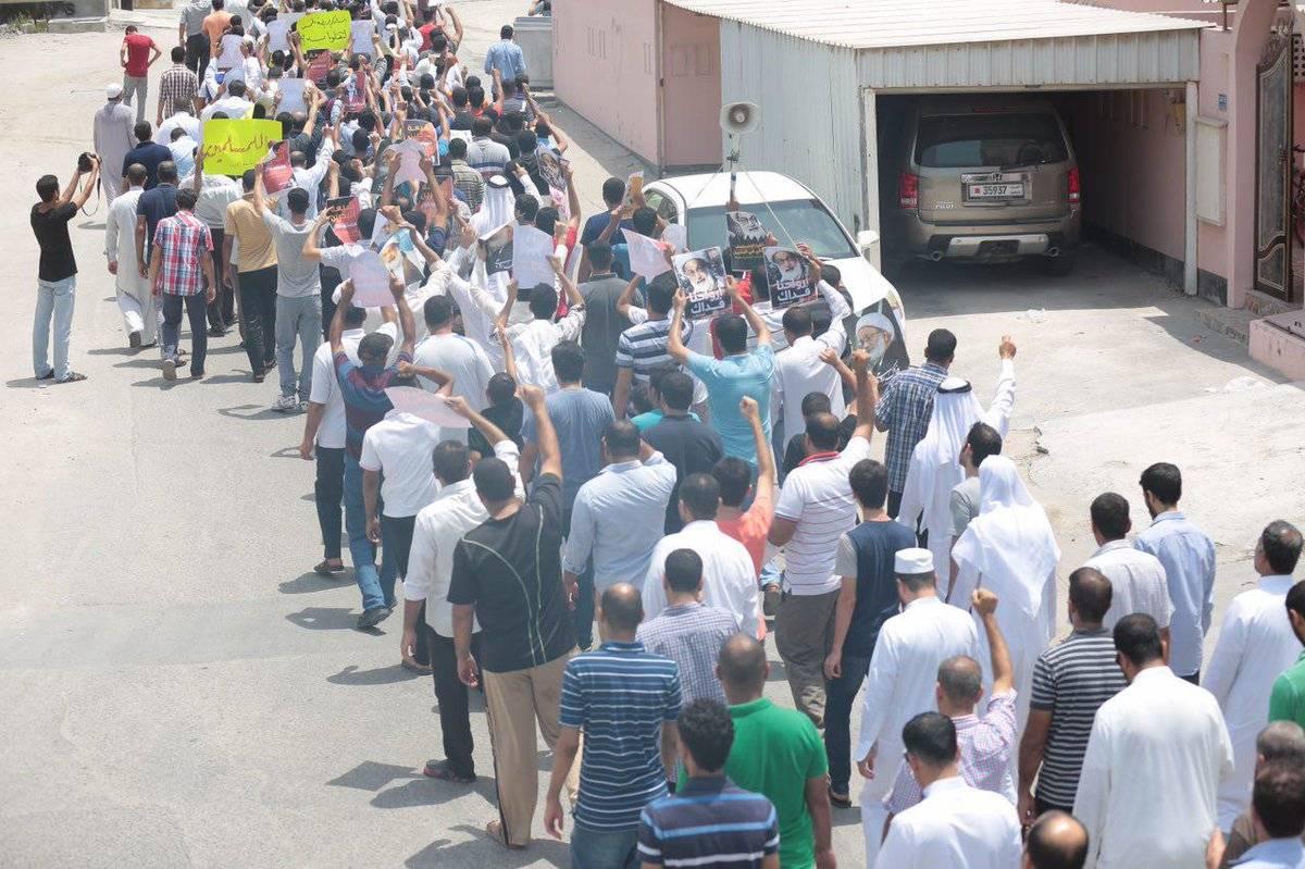 تظاهرة حاشدة في «غرب المنامة» تندّد بمنع «صلاة الجمعة»