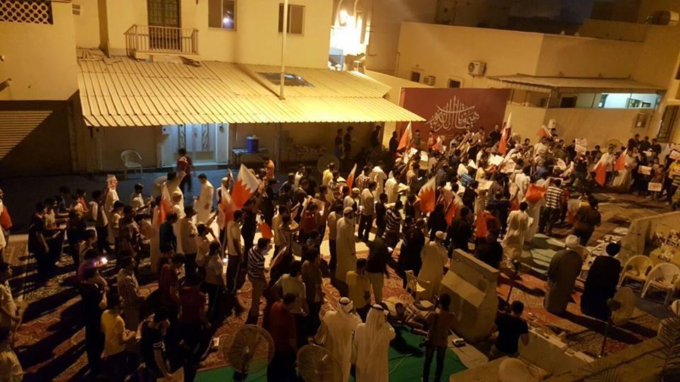 اعتصام «ميدان الفداء» يتواصل..والحشود تعلن استعدادها للتضحية والفداء