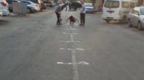 «حمد تحت الأقدام» في بلدة سار «غرب المنامة»