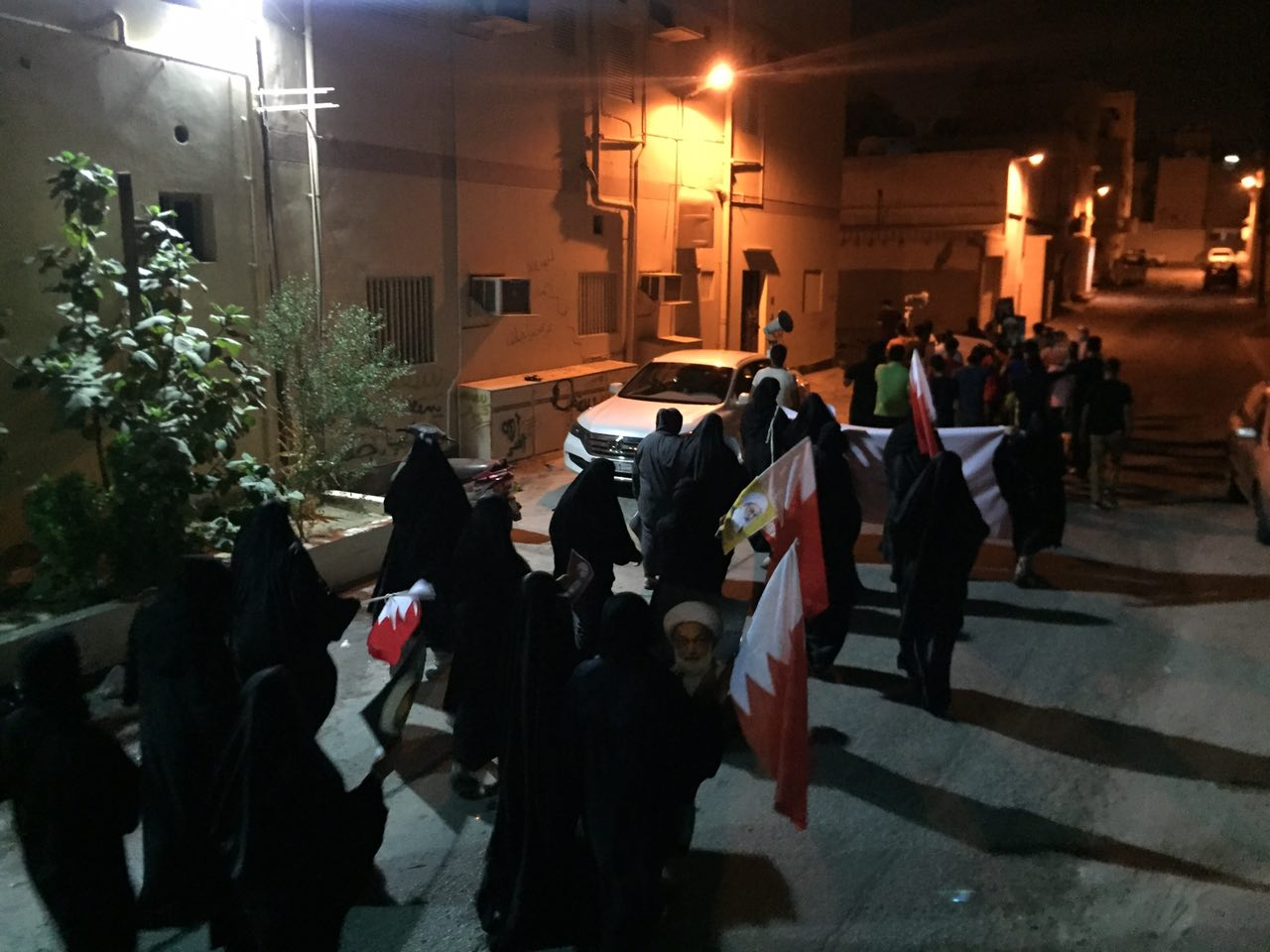 أهالي «عالي» يتظاهرون انتصارًا للدين والقيم