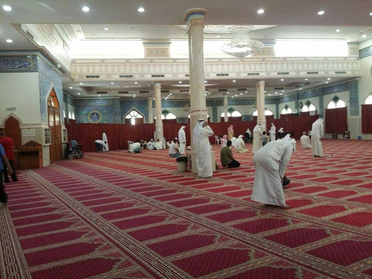 الصلاة فرادى في «جامع الخيف» بعد اعتقال الشيخ المؤمن