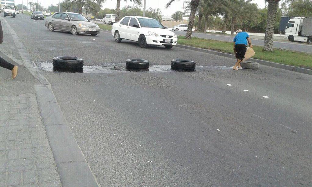 ثوّار الدراز يقطعون شارع البديّع رفضا لسباقات «فورمولا 1»