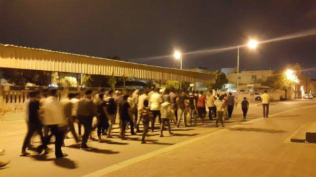 تظاهرة حاشدة في «سترة» أعلنت الرفض لسباقات «فورمولا الدم»